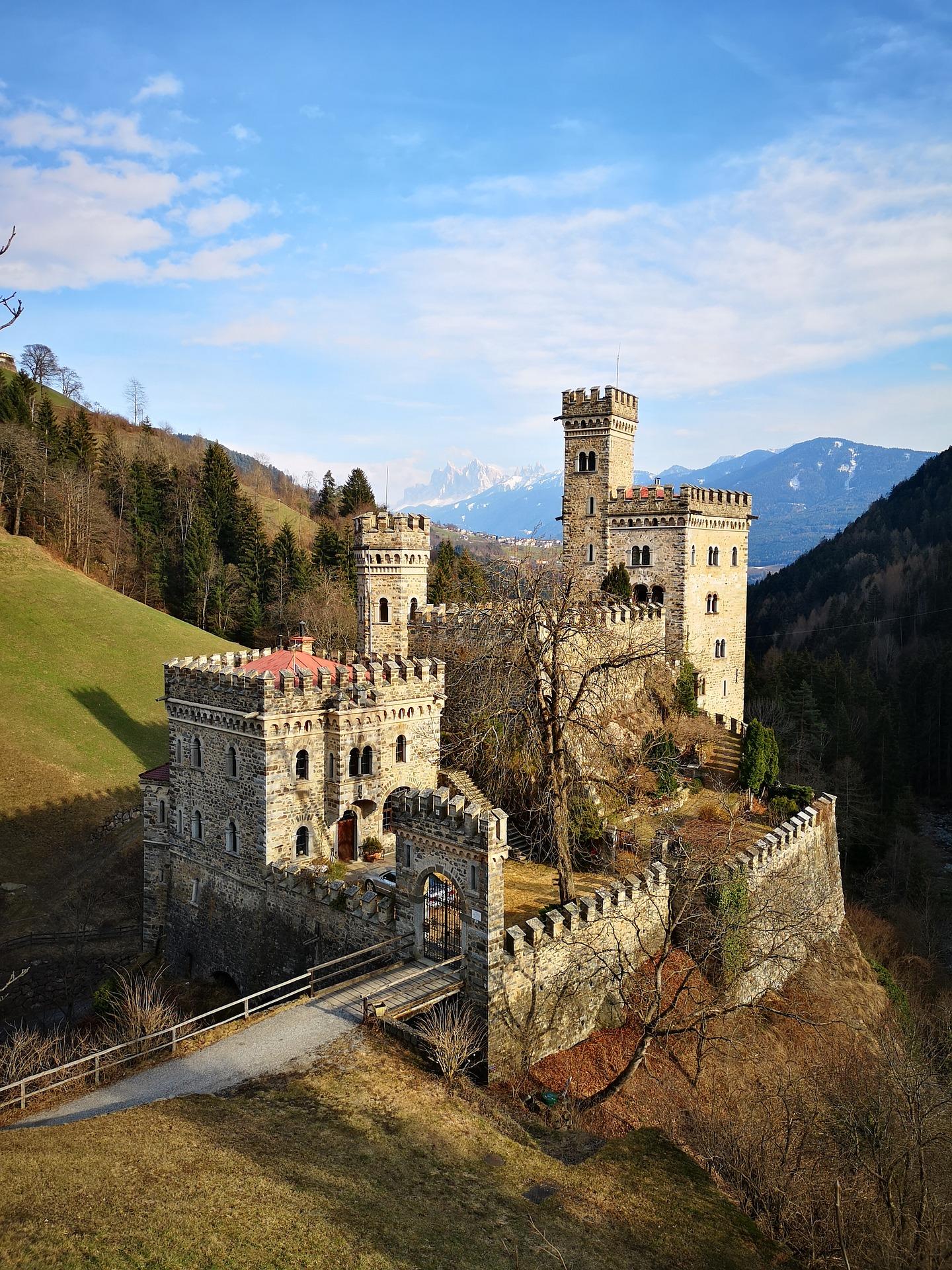 25 APRILE e PRIMO MAGGIO in un castello: soggiorni da favola ...